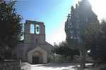 Naves - die romanische Kirche