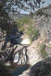 Wasserfall am Staßenrand